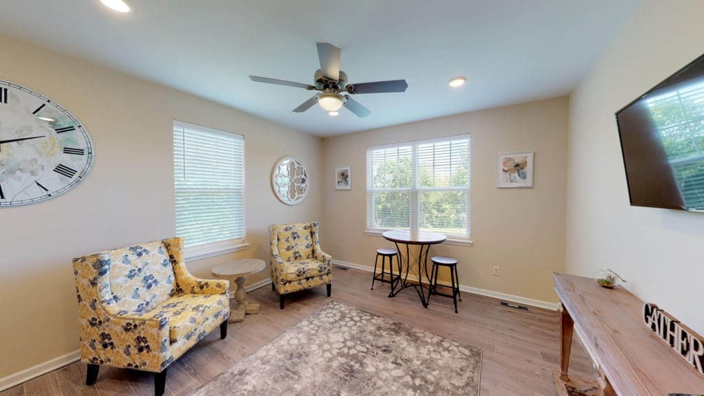 Lounge & Seating Area | Fairlawn Hills