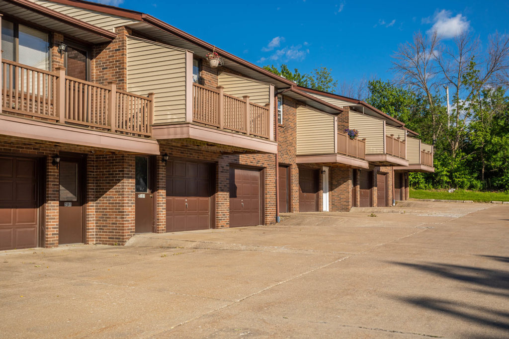 Willowood Village Apartments and Townhomes Building Exterior with Garages