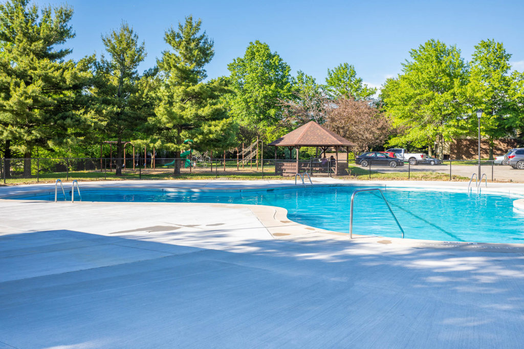 Swimming Pool and Sundeck | Willowood