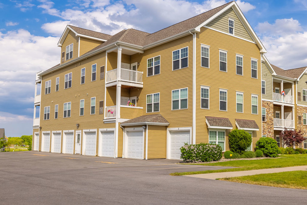 Parking and Building | The Hammocks at Canandaigua